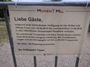 """Hinweisschild """"Grill- und Feuerverbot"""" (2019)"""