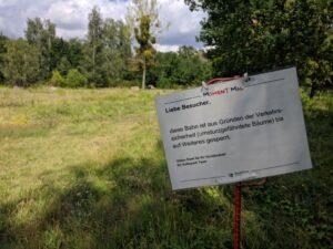 """Hinweisschild """"Bahn gesperrt"""""""