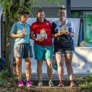 drei Discgolferinnen: Antonia Faber, Wiebke Jahn und Ann-Kathrin Semert